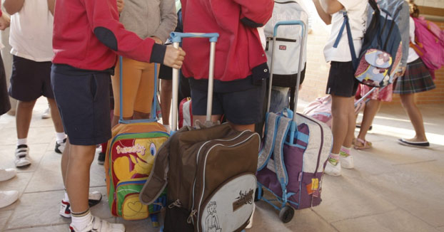 Un niño de Barcelona coge 10.000 euros de su casa y los reparte entre sus compañeros del colegio