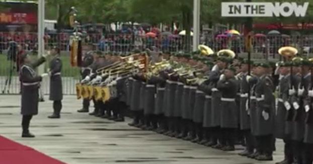 La orquesta militar de Egipto destrozando himnos de otros países