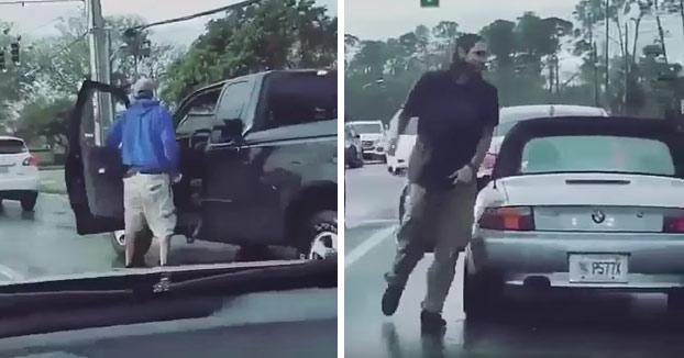 Pelea en la carretera: Le rompe la ventanilla de un puñetazo y le echa gas pimienta