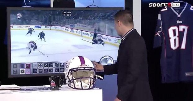 El presentador no se da cuenta de que sin querer está dibujando un pene en la pantalla