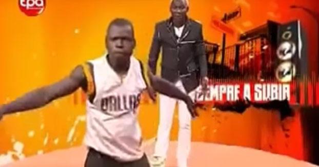 Vamos a ver que están echando en la televisión de Angola...
