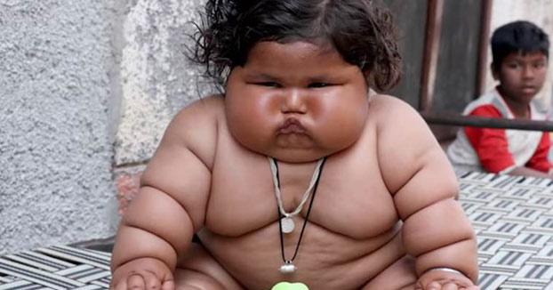 Chahat, la bebé de ocho meses que pesa 17 kilos y come como una niña de 10 años