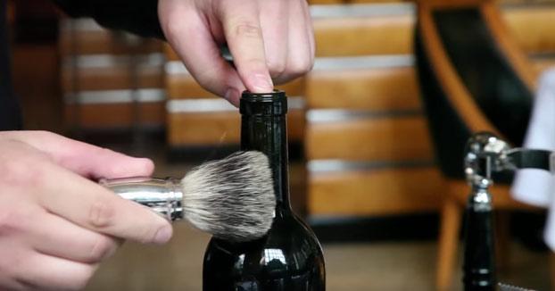 Una forma de abrir una botella de vino que seguramente no conocías