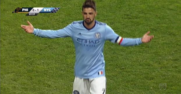 David Villa marca este golazo desde mitad del campo con el New York City