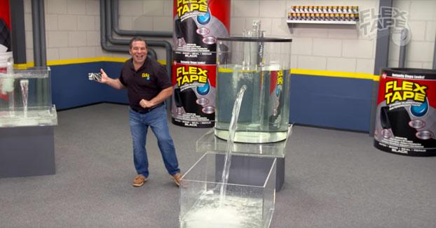 Flex Tape, la cinta definitiva para esos agujeros por los que puede pasar grandes cantidades de agua