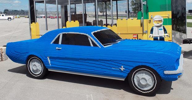 Construyen a escala real un Ford Mustang V8 con piezas de LEGO y es este es su proceso