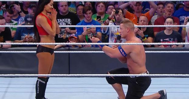 John Cena le pide matrimonio a su pareja Nikki Bella tras un combate de wrestling
