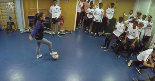 Ella es Lisa y humilló a todos los juveniles del PSG con sus trucos con el balón