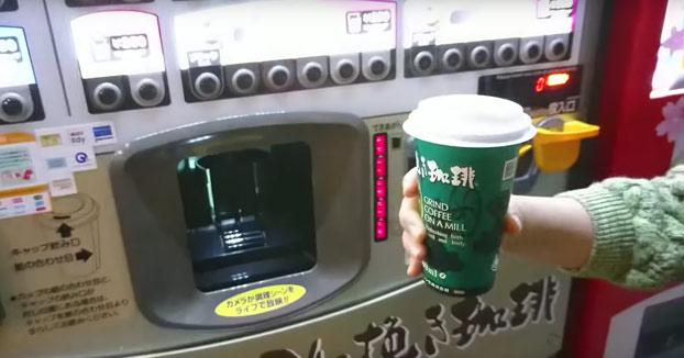 Las máquinas de café en Japón te muestran todo el proceso por una pantalla LCD
