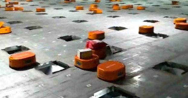 Robots de almacén clasificando mercancía en tiempo récord