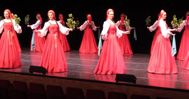 Beriozka: La danza folclórica Rusa donde las bailarinas parecen flotar
