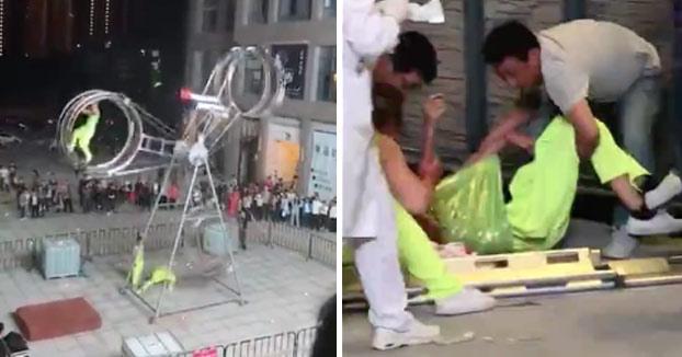 Fatal accidente en la Rueda de la muerte durante una actuación en la calle