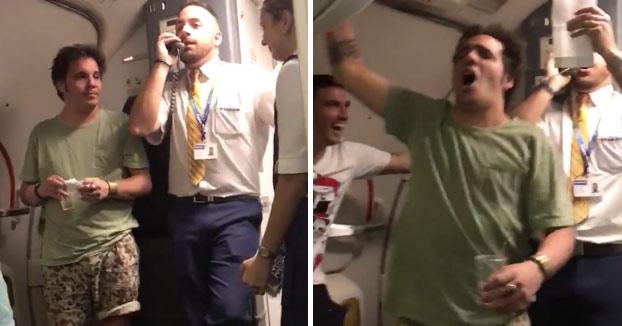 Azafato Ryanair Despacito Luis Fonsi