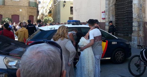 Una boda con un detenido, un preso y una fugada en el Ayuntamiento de Cádiz