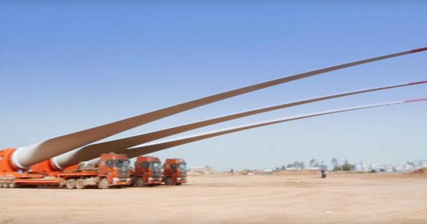 Así de impresionante es el transporte de estas palas de 52 metros de un aerogenerador