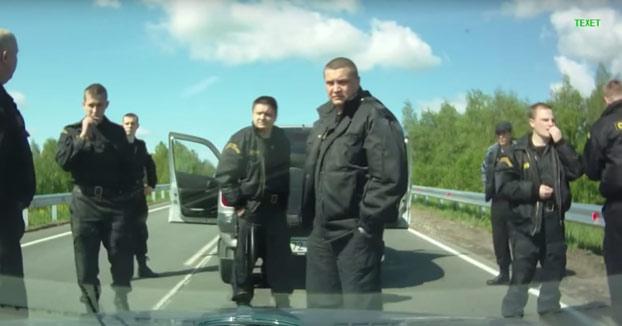 Mucho cuidado a quien adelantas y le tocas la bocina en Rusia