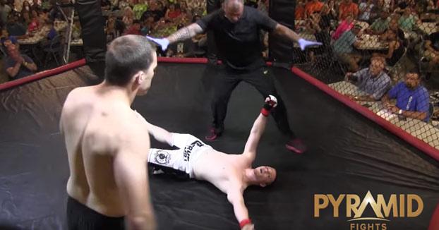 Bestial: Empieza el combate de MMA y en 4 segundos deja KO a su rival