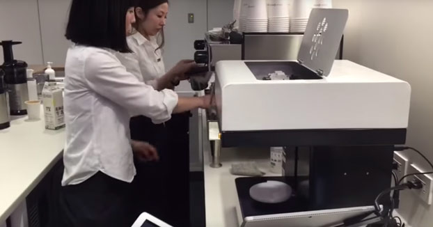 La máquina que te retrata la cara en el café