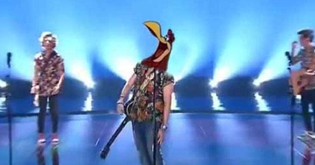 Los mejores memes del gallo de Manel Navarro en su actuación en Eurovisión 2017