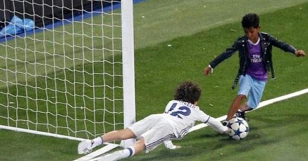 Cristiano Jr emociona al Bernabéu tras un golazo con regate