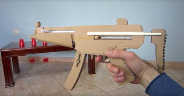 Proyecto friki: Construye tu rifle MP5 de cartón con cargador automático