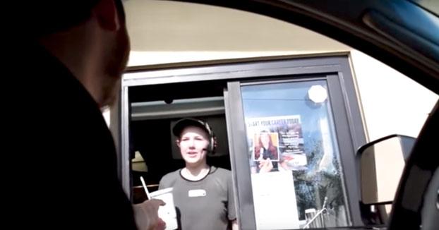 La gran venganza de esta empleada del McDonald's a un cliente por pitar con el coche