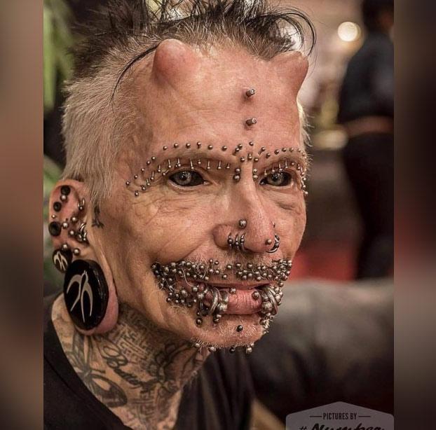 Rolf Buchholz, la persona con más modificaciones corporales, incluidos dos cuernos y más de 450 'piercings'