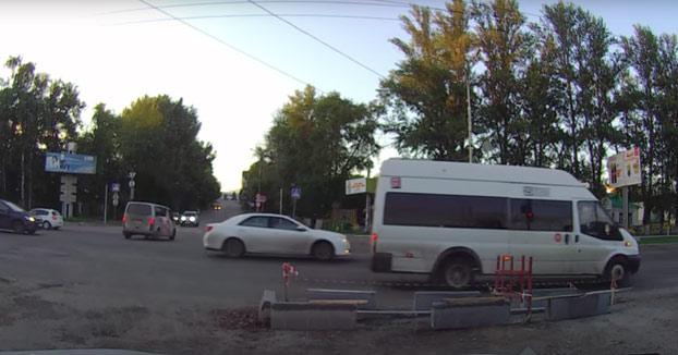 Accidente fatal de un motorista a 200 km/h contra un coche