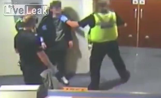 detenido pega punetazo policia Leicestershire