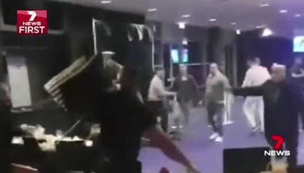 pelea 30 personas restaurante Le Rivage sidney