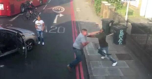 Violenta pelea entre dos conductores en una calle de Londres
