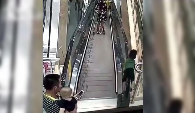 trabajadora tienda salva nino accidente escaleras mecanicas