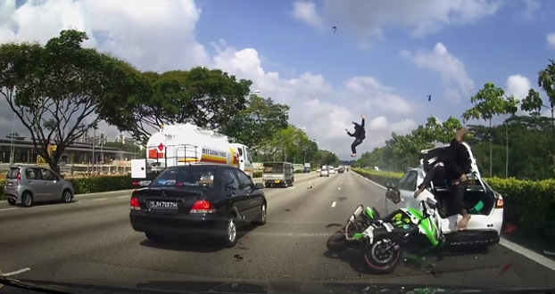 video accidente moto singapur