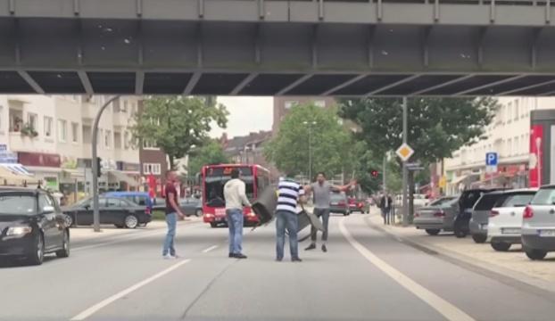 video ataque hombre cuchillo hamburgo