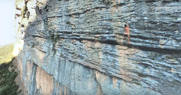 Sin cuerda, sin tiza y sin ropa... ¿La forma más pura de escalar?