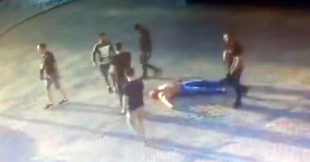 Vídeo del momento en el que matan al campeón mundial de levantamiento de potencia en una pelea callejera