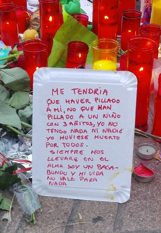 El mensaje que un vagabundo ha dejado en el lugar del atentado de Barcelona