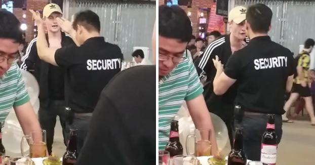 Este segurata de un local de Vietnam no se anda con tonterías