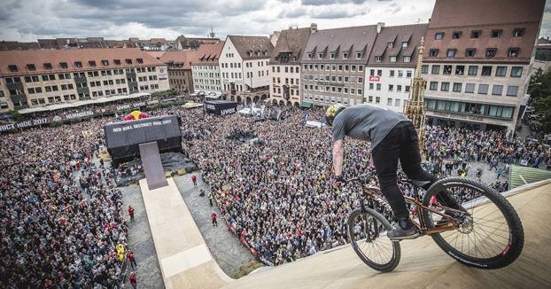 Nicholi Rogatkin se marca un 1440º para ganar el Red Bull District Ride 2017