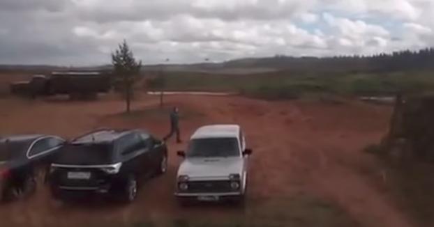 Un helicóptero ruso dispara al público por accidente durante unas maniobras