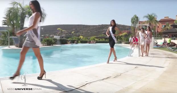 Candidata a Miss España 2017 se cae a la piscina de una manera ridícula y luego pide que no se hable del tema
