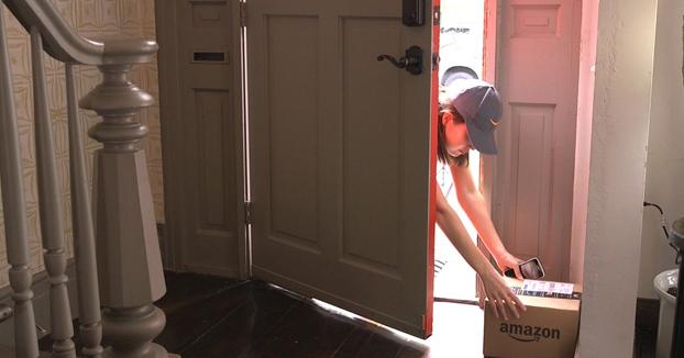 Amazon Key, el sistema de entrega a domicilio que permite a los repartidores entrar en casa aunque no haya nadie