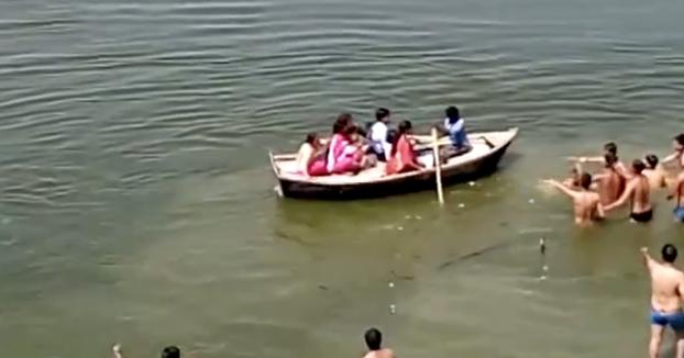 ¿29 personas y ninguna puede salvar a un hombre que se está ahogando?