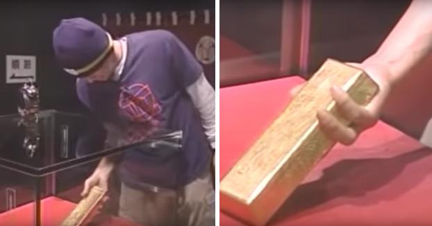 En este museo de Japón te dan un premio si consigues sacar un lingote de oro de 12,5 kilos por un agujero