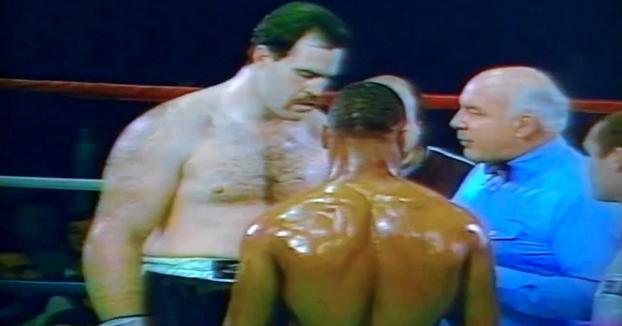 Así peleaba Mike Tyson con 19 años: Destruye a el grandullón Sammy Scaff en el primer round