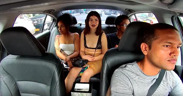 Una mujer le roba las propinas a un conductor de Uber justo antes de bajarse. Internet la ha localizado