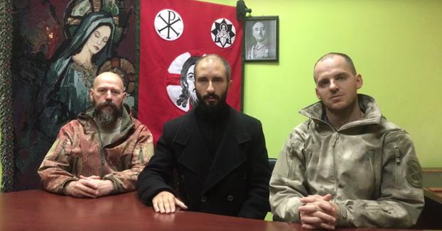 ''Viva Cristo Rey!'' 300 paramilitares ucranianos se ofrecen voluntarios para ''defender la unidad de España''