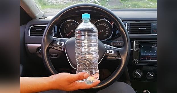El truco de la botella de agua, el nuevo método que usan los ladrones para robar coches