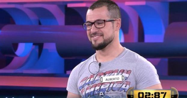 Concursante de 'Ahora Caigo' falla una pregunta cuya respuesta llevaba en la camiseta