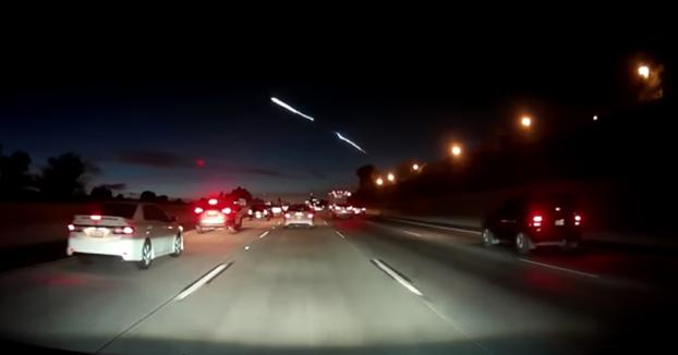El cohete de Elon Musk provoca diferentes accidentes en plena carretera al observar fijamente el cielo
